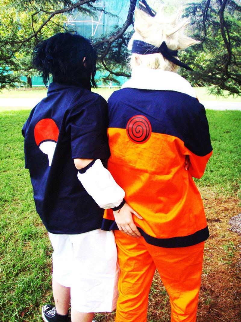 Sasuke toca culo Naruto