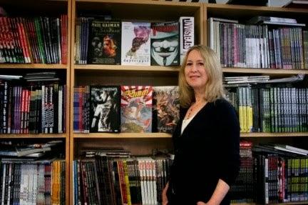 Sus políticas (o que la #%$/ otra vez) en contra de tener pocas series con personajes femeninos aparte de no dar tanta oportunidad a autores o escritores de ese género en DC.