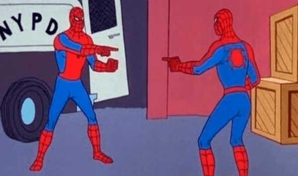 Spiderman señalando a su copia